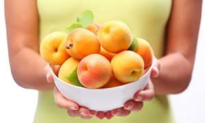 Фрукты жердела и абрикос  в чем разница