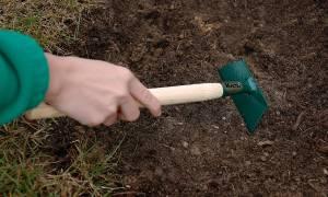 Приспособление для удаления сорняков с корнями выбираем нужный инструмент